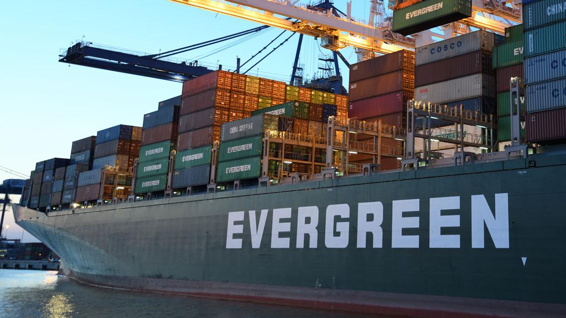 Wie ein Schiff der Reederei Evergreen die Weltwirtschaft blockierte